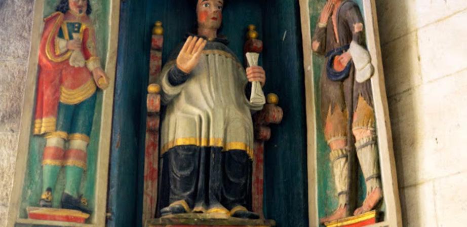 Saint Yves à Saint Herbot : Niche à volets