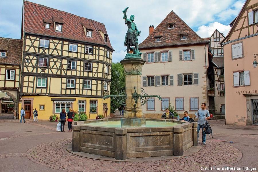 La fontaine Schwendi sur la place de l'Ancienne-Douane.