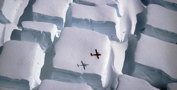 Des blocs de glace sculptés mystérieusement en Antarctique...