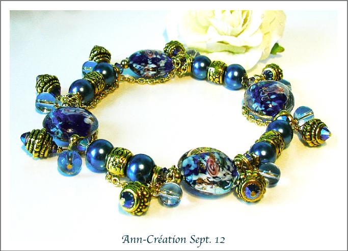 Bracelet Elastique Breloques Verre lampwork Bleu Fleurs Roses / Métal doré