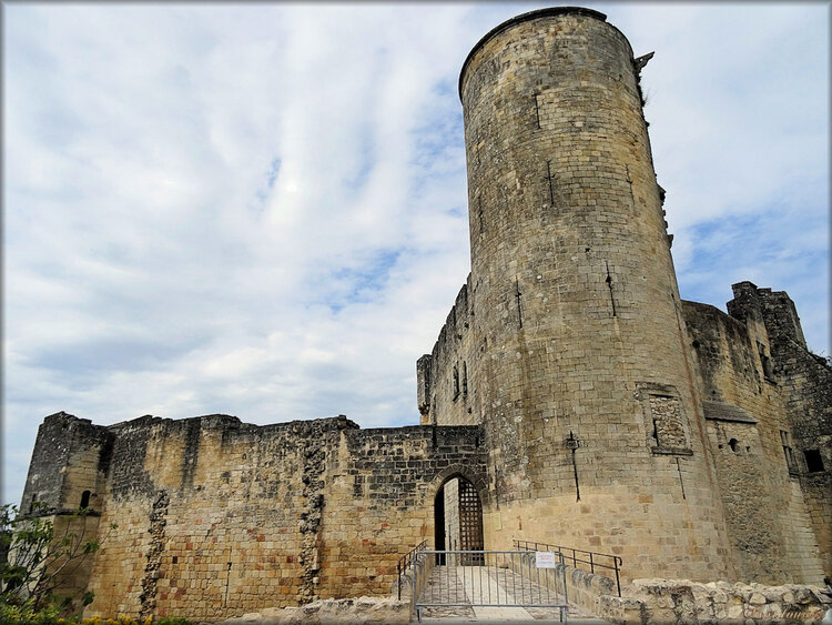 Photos de l'entrée du château de Rauzan (Gironde)