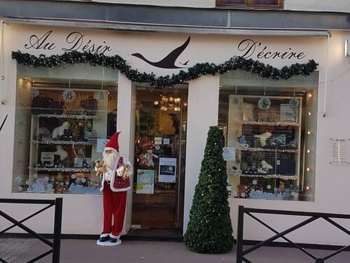 bonnes fêtes de fin d'année à tous .. et suite décoration boutiques