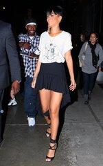Rihanna quittant son hôtel à NYC