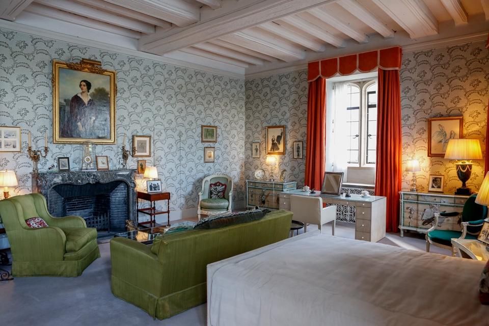 La chambre Catherine d'Aragon. Le portrait au-dessus de la cheminée est celui de la célèbre aventurière Lola Montez (XIXe)