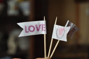 Macaron rose en coeur à la vanille pour la St-Valentin (en retard...)