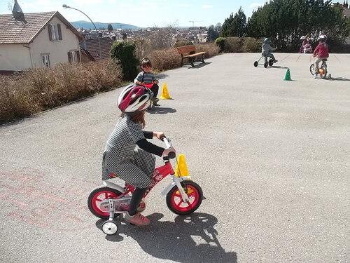 Du vélo avec les moyens