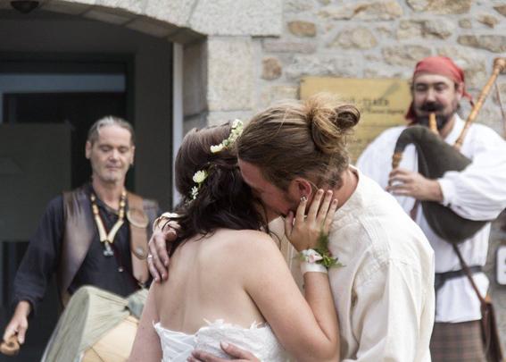 Les Agités du Bouzin marient Charlène et Fabrice