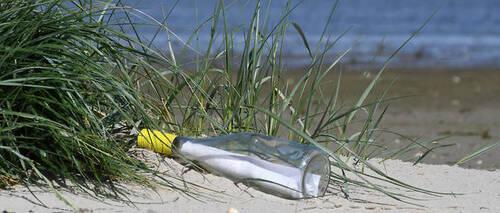 Il jette une bouteille à la mer : 50 ans après, elle est retrouvée...
