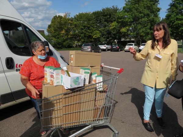 Le Zonta Club de Châtillon sur Seine a offert des produits alimentaires et de soin aux bébés des Restos du Cœur