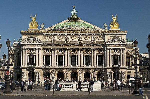 800px-Paris Opera full frontal architecture%2C May 2009