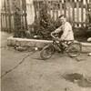 a vélo dans la cour
