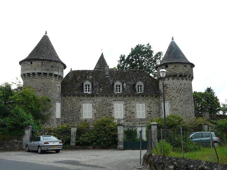 Saint-Étienne-de-Chomeil château.JPG