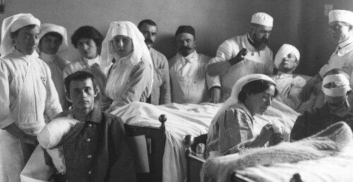 Infirmières parisiennes  1900-1950. 1914 Hôpital Janson de Sailly, un coin de la salle de l'infirmerie