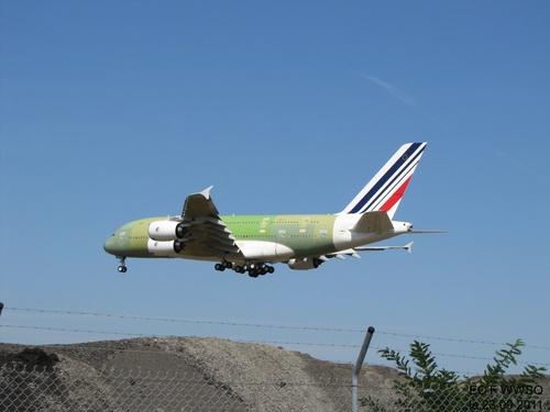 Airbus A 380 F WWSQ à Blagnac,Le 23 09 2011 à 14h40.
