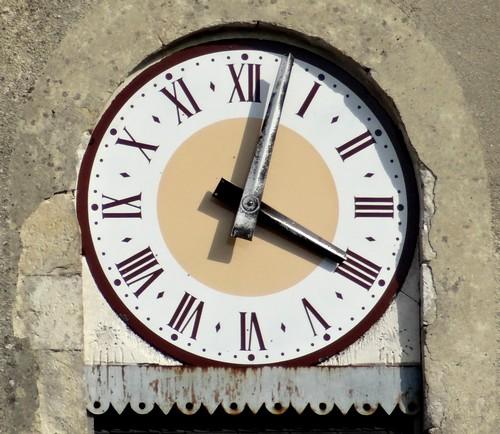 D'autres horloges vues dans des villages Châtillonnais...