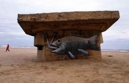 Phlegm poisson plage street-art