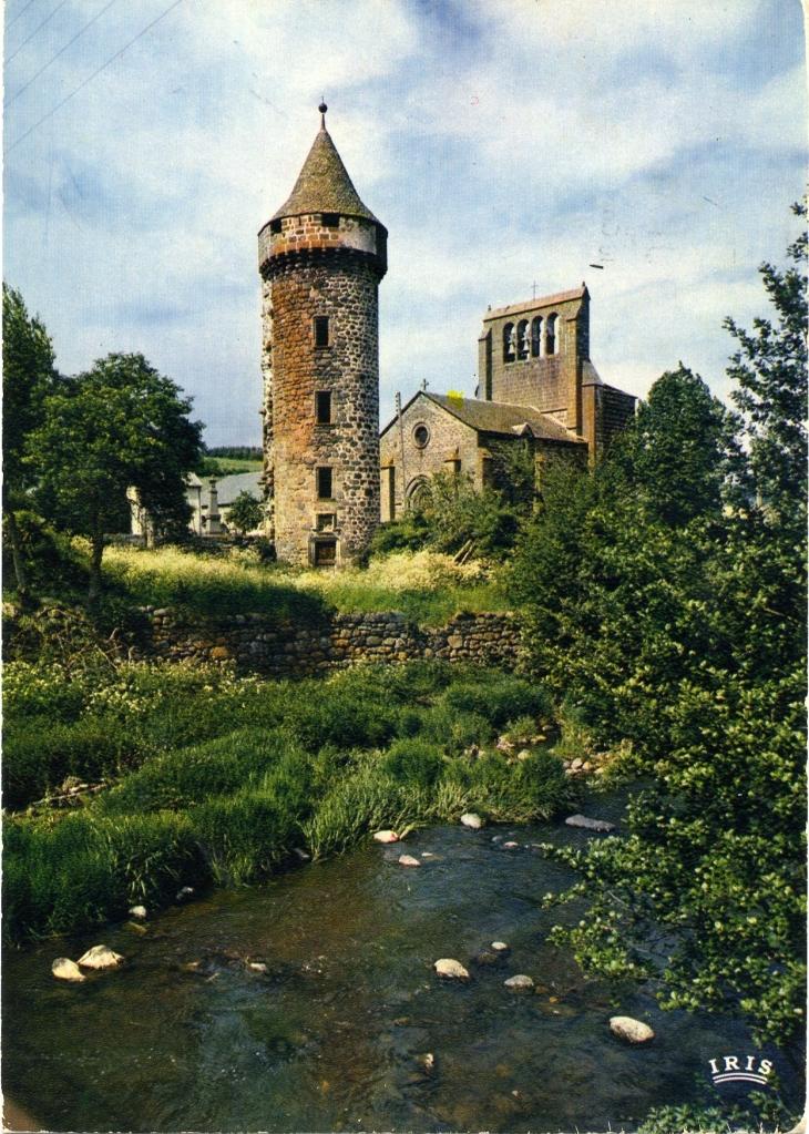 L'église et le château (carte postale de 1970) - Roffiac
