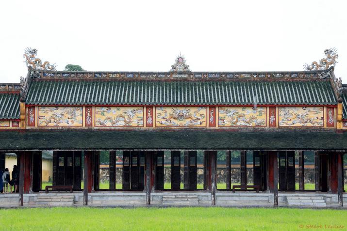 Cité impériale, du long corridor à la résidence Diên Tho