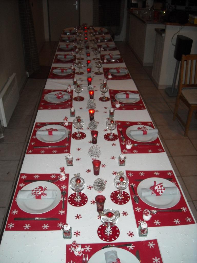 Table Noel Blanche Et Rouge Décotable