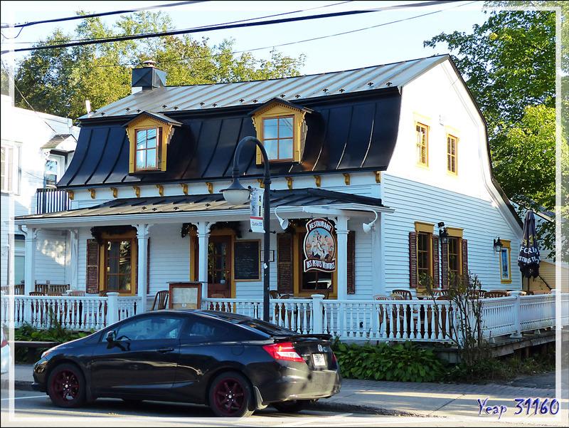Le vrai village de Mont-Tremblant (paraissant sous le nom de Saint-Jovite) - Laurentides - Québec - Canada