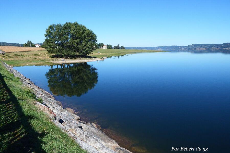Naussac le lac  dept 48