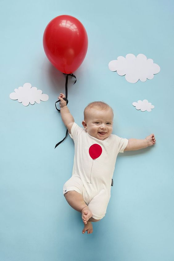 Could this be any cuter?  What a great baby photo idea!