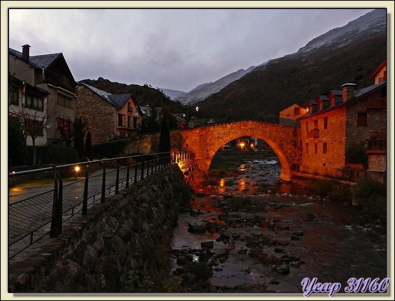 """Esterri d'Àneu et son pont roman """"by almost night"""" - Pallars Sobirà - Catalogne - Espagne"""