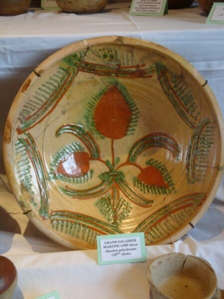Poterie de Martincamp, grand plat, décor chardon