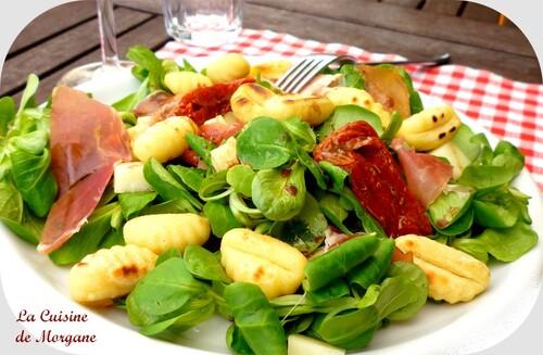 Salade de Gnocchis au jambon de pays, fromage de brebis et mache