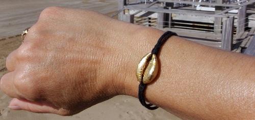 Les bracelets de l'été ! Cauri de couleur or