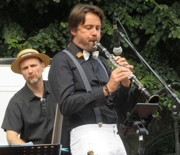 Un joli concert de jazz, avec Jive Crazy Pops, près du kiosque du jardin de la Mairie à Châtillon sur Seine...