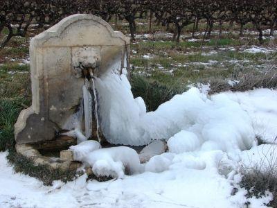Fontaines Provençales des villages - Fontaine en hiver -