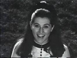 Avril 1967 : La robe jaune à poignets de manches à volants !