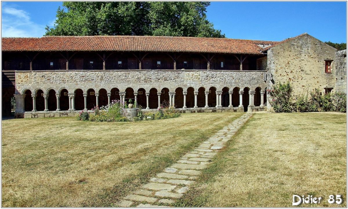 (85) Vendée - Les Herbiers (4) - Abbaye Notre-Dame de la Grainetière 3