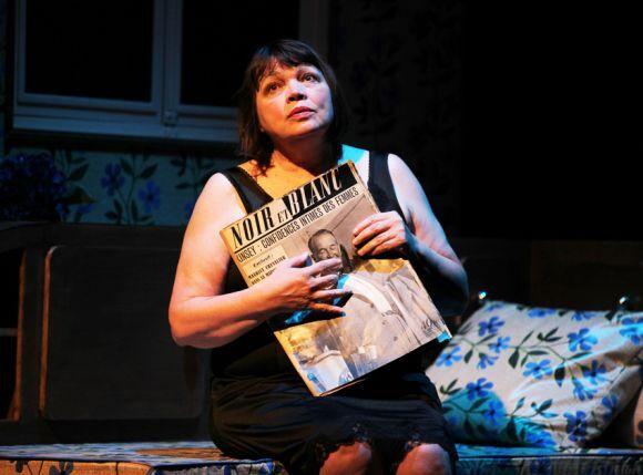 Myriam Boyer avec le journal