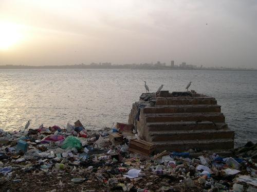 Gorée Dakar Sénégal maison des esclaves pollution poubelles en Afrique