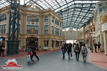world-bazaar-tokyo-disneylands-equivalent-to-main-street-big