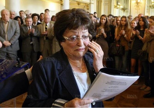 * . Rencontre avec Simone Crédot, l'une des dernières représentantes des Forces françaises libres.