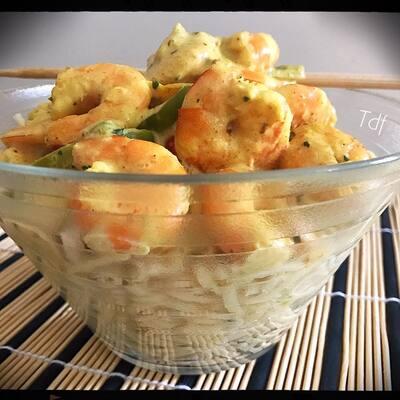 Nouilles de riz aux crevettes poivron,curry & lait de coco
