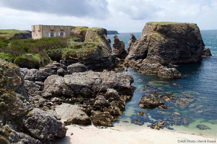 À la pointe des Poulains, le fortin acquis par Sarah Bernhardt (Belle-Île-en-Mer)