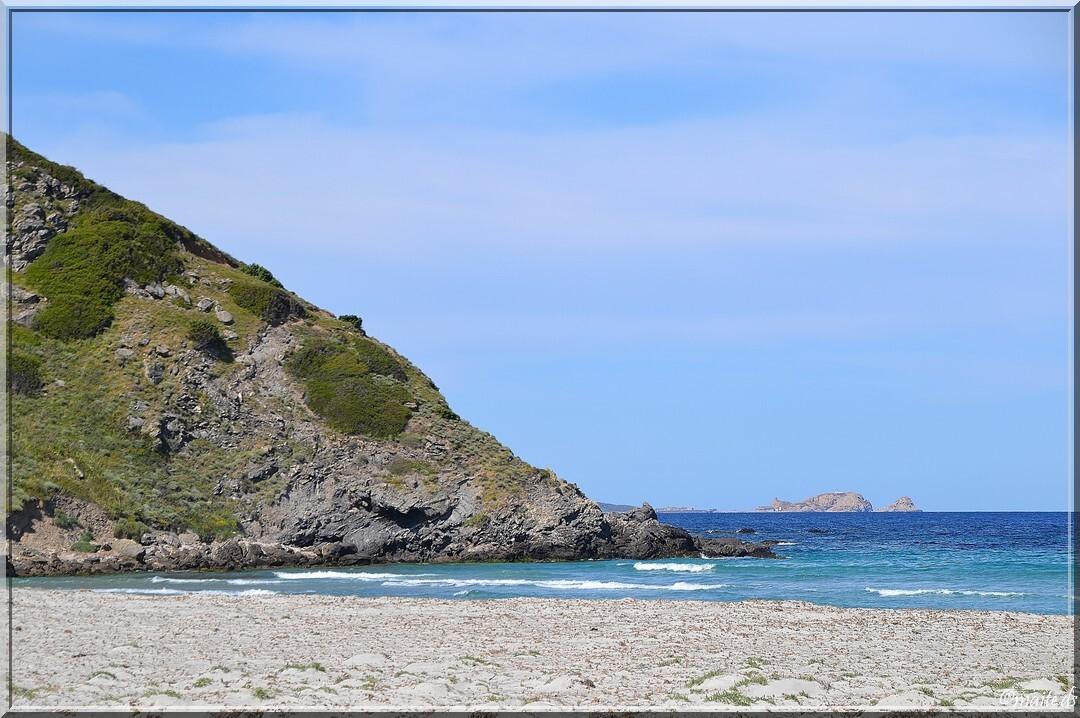 Au loin, les îles rousses vues depuis la plage de l'Ostriconi - 16-05-2014