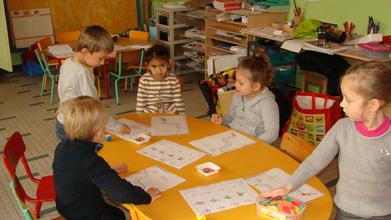 Dans le classe de maternelle