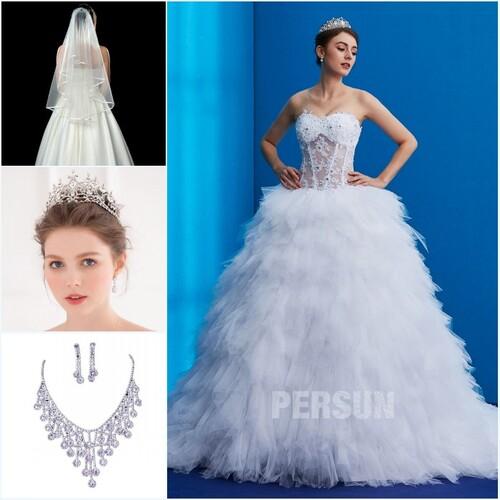accessoires pour une robe de mariée bustier coeur jupe à volants