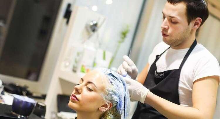 Cheveux : les décolorants seraient dangereux pour la santé