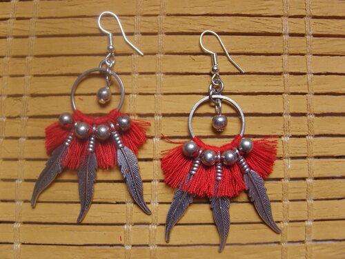 Boucles d'oreilles country pompons rouges