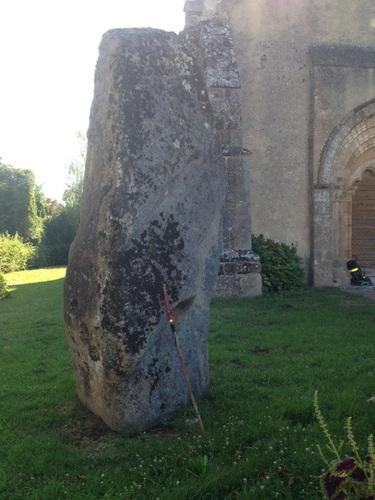 Église de de Vilhain  et un Menhir