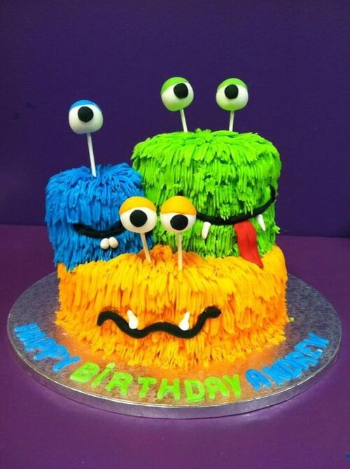 Gâteaux monstres rigolos - 15 idées : Décoration poche à douille