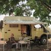 Burkina Repas sous un néré