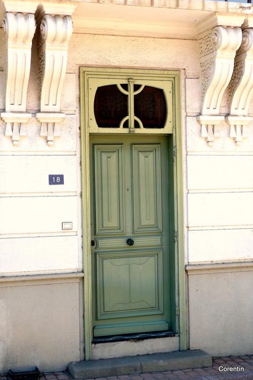Deux portes et une fenêtre !