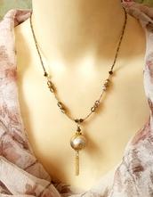 Les colliers pendentifs